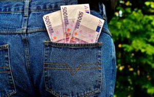 Welche Eigenschaften werden in einem Geldtransfer Ausland Test überprüft?